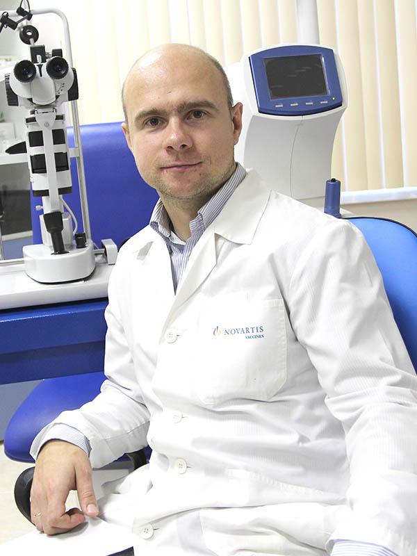 """Иванов Антон - офтальмолог в клинике """"Семья"""""""