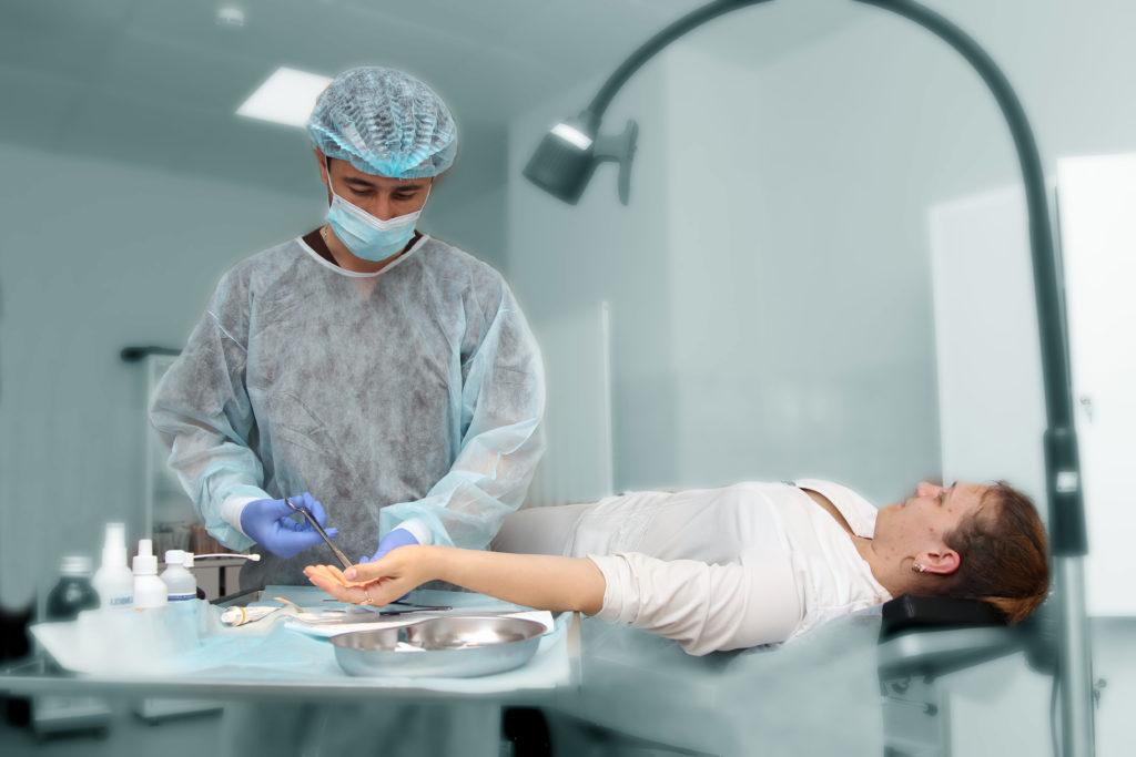 Хирург в Лобне, малая операционная - частная клиника Семья